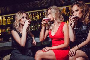A group of Charlotte North Carolina women at a hookup bar