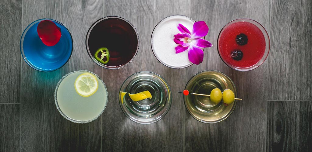 The Wobbly Olive has Old Colorado City's best cocktails and lots of singles looking for Colorado Springs hookups
