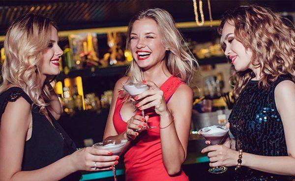 Blonde women in Wichita, Kansas drinking cocktails at a hookup bar