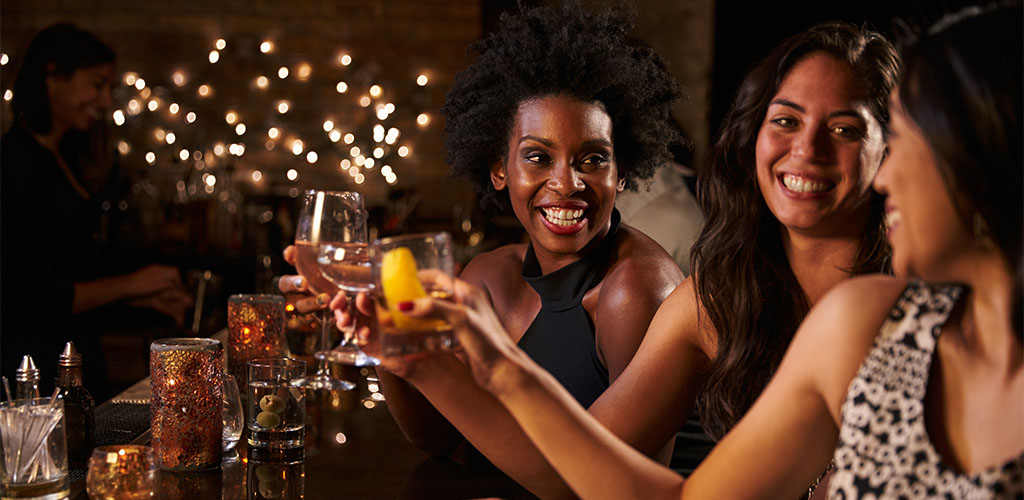 Women at a Memphis hookup bar drinking