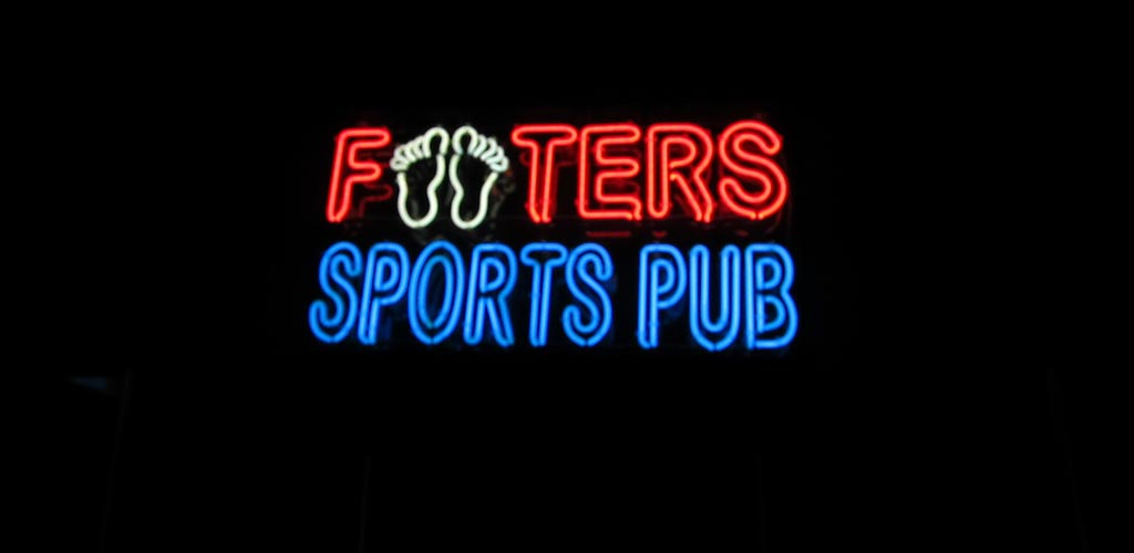 Footers Sports Pub fills up with people looking for a Virginia Beach hookups