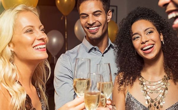 Young singles looking for Cincinnati Ohio hookups over some champagne