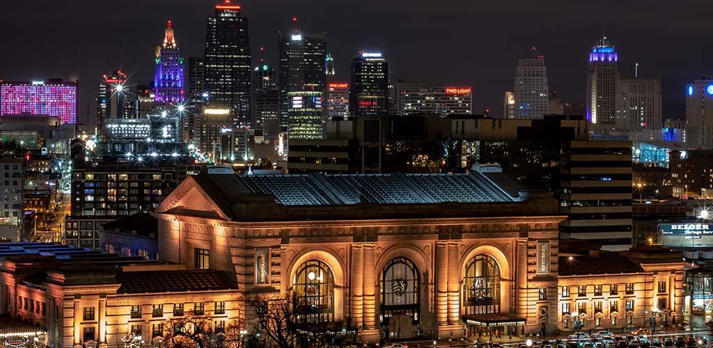 Bars and restaurants to find BBW in Kansas City Missouri at night