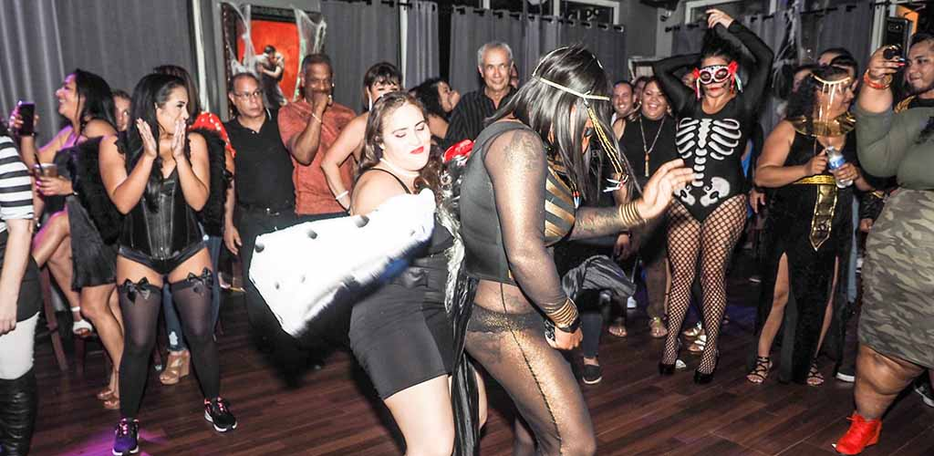 BBW in Jacksonville on the dance floor of Aromas Cigar Bar