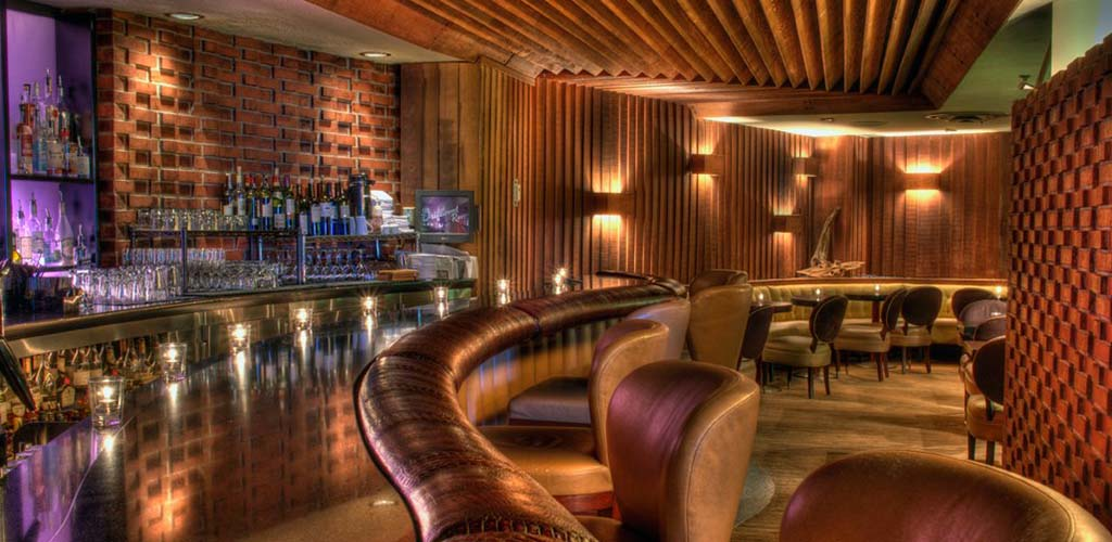 The classy bar at Driftwood Room