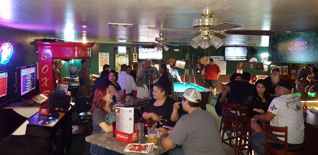 Robert Emmets Food & Spirits has one of the best dive bar crowds full of women looking to get laid in Glendale