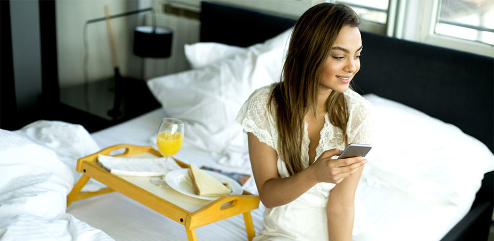 Brunette in bed doing some sexting on Whatsapp