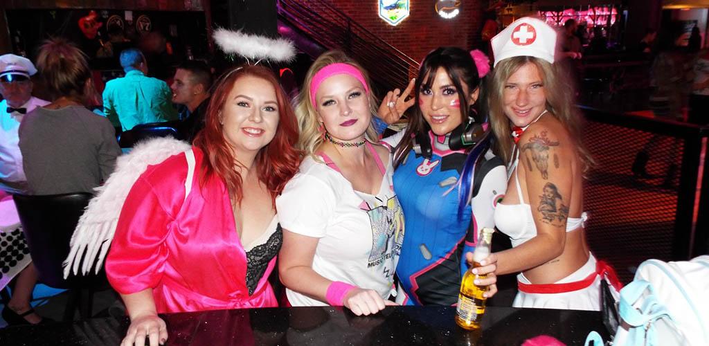 Curvy women at Cowboy's