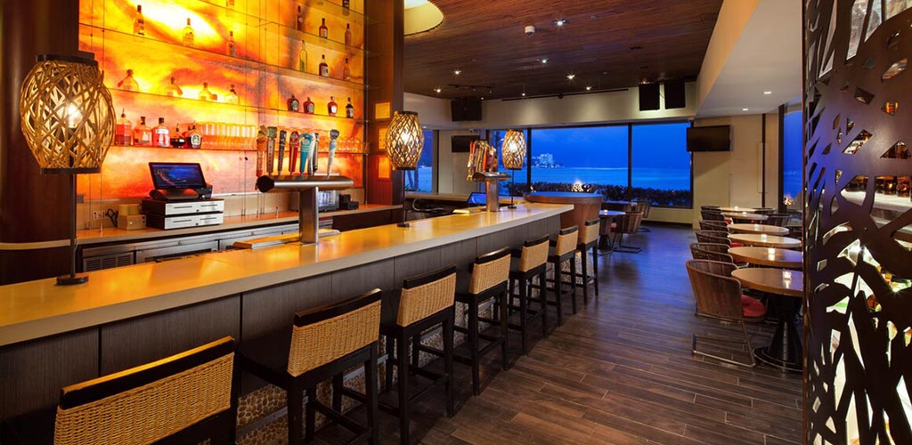 Try Rumfire Waikiki for late-night dancing, tropical drinks and Honolulu hookups