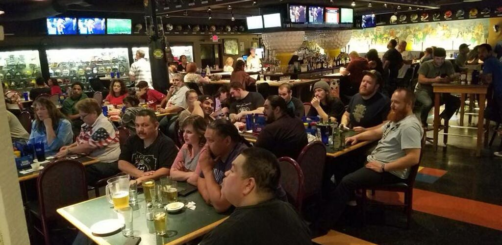 Max's Sports Bar has an awesome happy hour full of women looking to get laid in Glendale