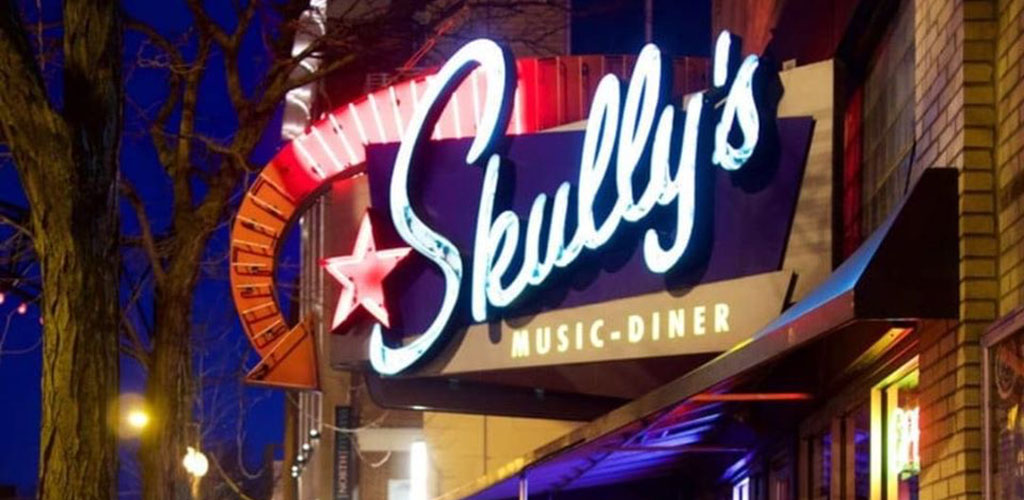 The signage of Skully's Music Diner at night