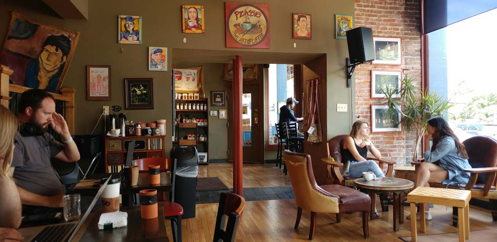 Picasso's Coffeehouse swoons with St. Louis hookups and live music throughout the week