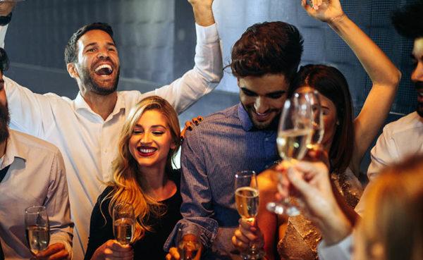 Hot single bar-goers having fun while looking for Spokane Washington hookups