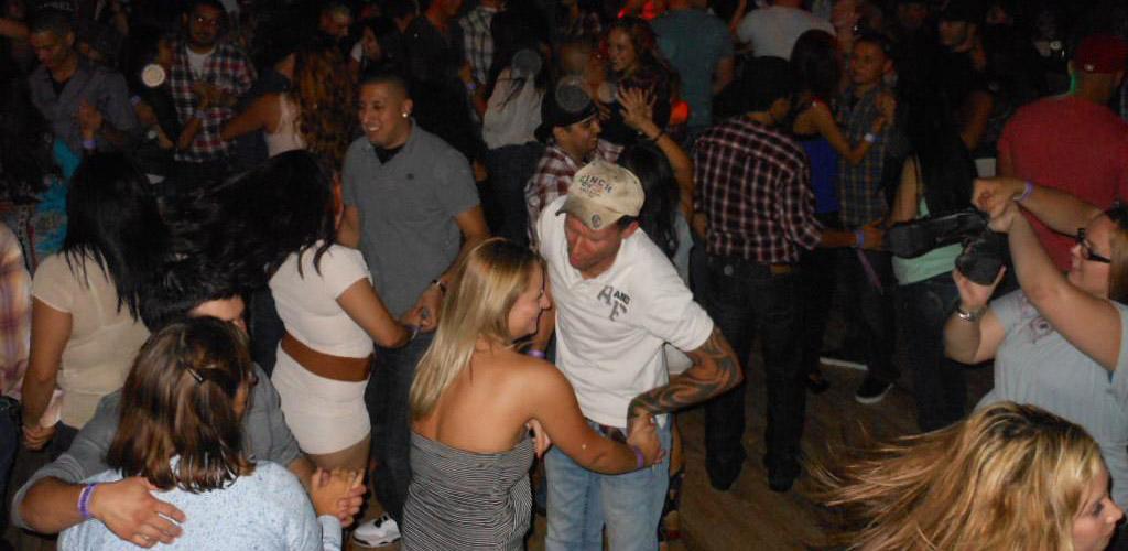 BBW in El Paso in the dancefloor of Little Bit of Texas