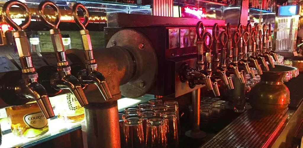 Manhattan Bar is a great Chula Vista hookup bar