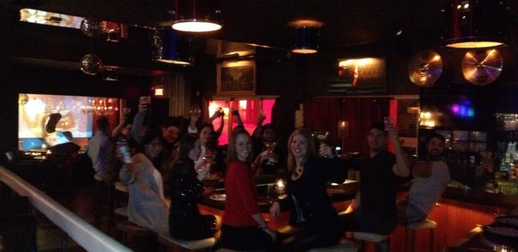 Cute Longueuil singles toasting and hooking up at Bungalow bar