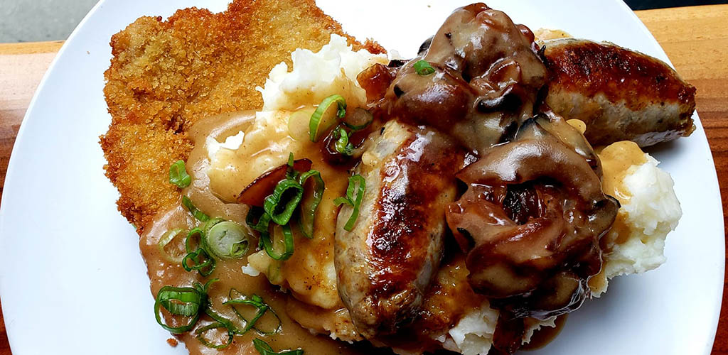 Schnitzel, mash and sausages from Block 16
