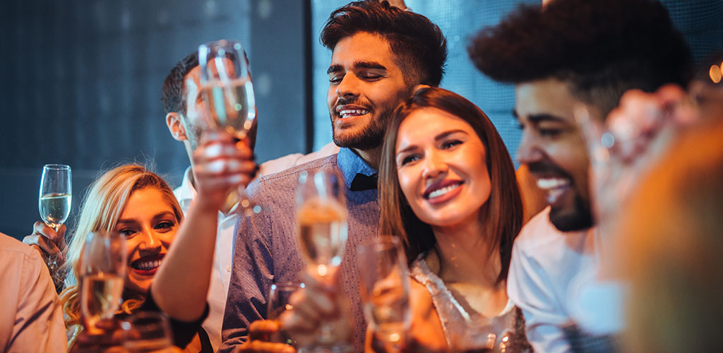 Men and women looking for Geelong Melbourne hookups at a fancy bar