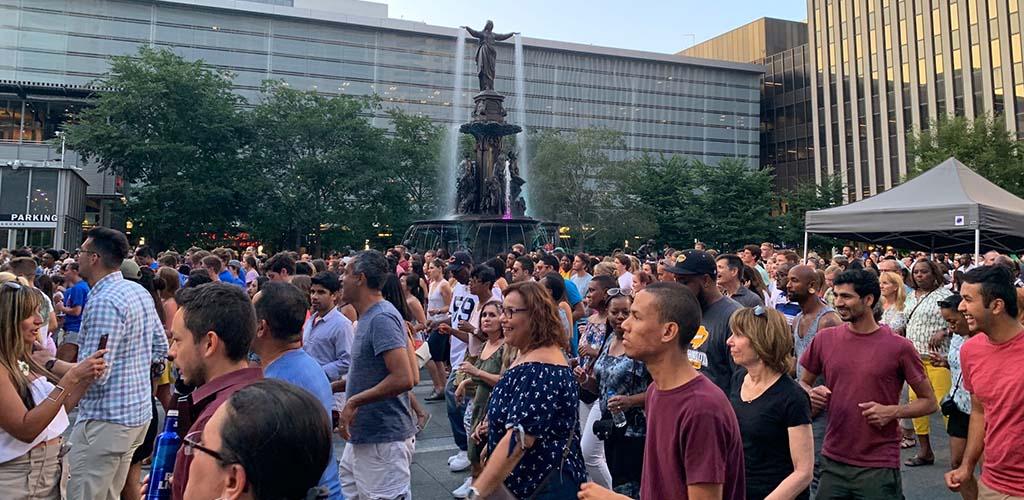 BBW in Cincinnati in the crowd at My Fountain Square