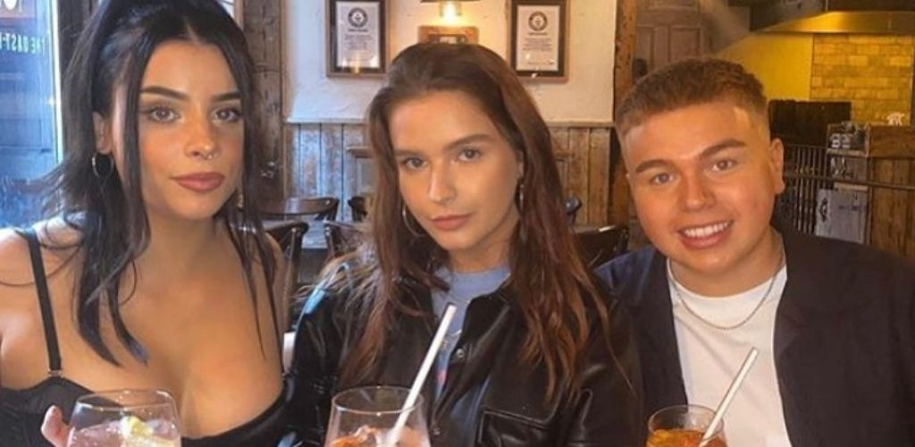 Cute Manchester singles drinking and hooking up during the day at The Oast House