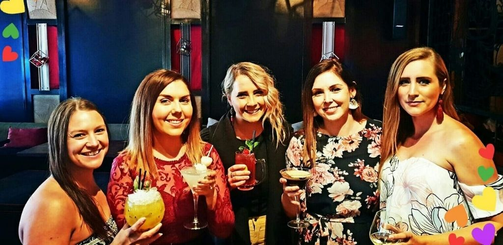 Cute Brisbane singles sipping cocktails and hooking up at Lychee Lounge