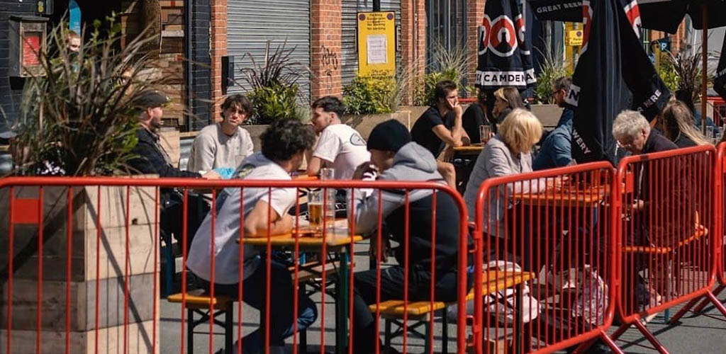 Manchester singles dinning and hooking up outside Cane and Grain