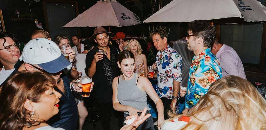 Sydney singles partying at Darlo Bar