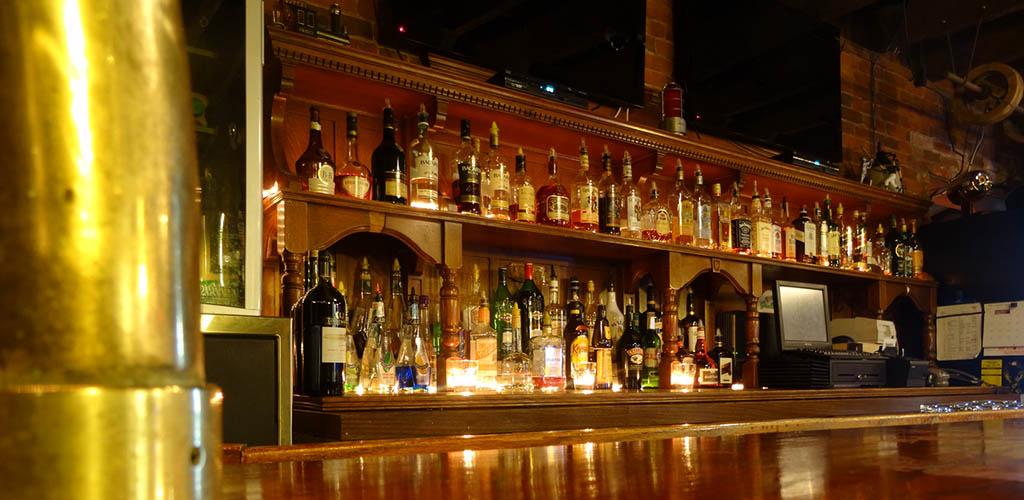 The bar at Tracks Brewpub