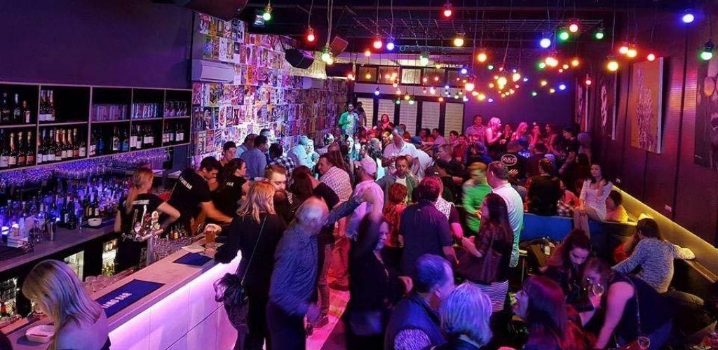 Geelong couples hooking up and drinking at Piano Bar Geelong