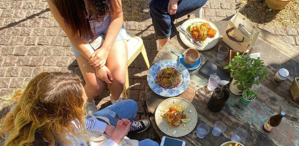 Adelaide singles dinning outside Peter-Rabbit