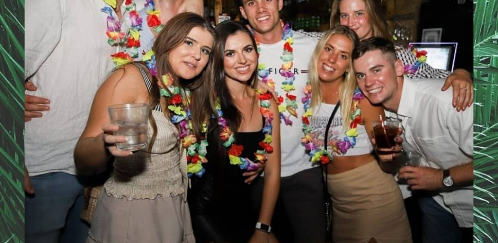 Young Gold Coast couples drinking and hooking up at Aloha
