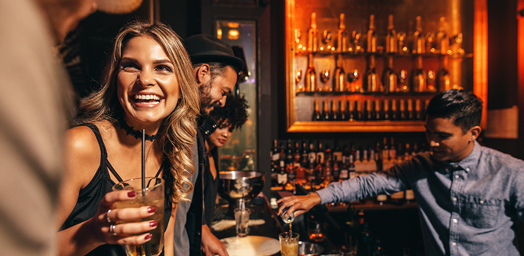 Woman at a bar looking for Johannesburg hookups
