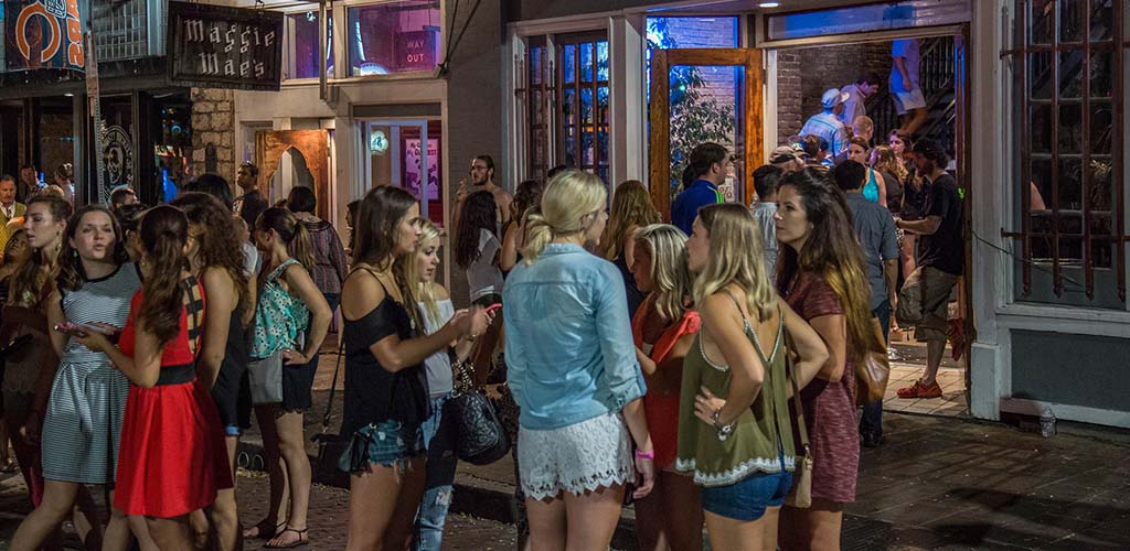 Engage in hot casual encounters in Austin at Maggie Mae's