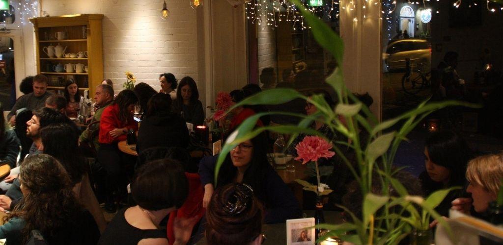 Dublin singles hooking up at Art Cafe