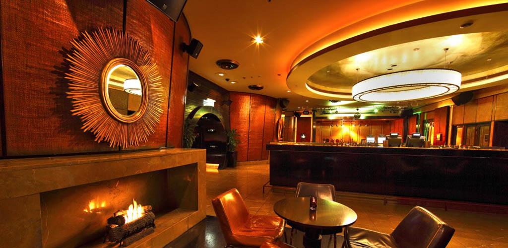 The elegant bar of TwentyOne