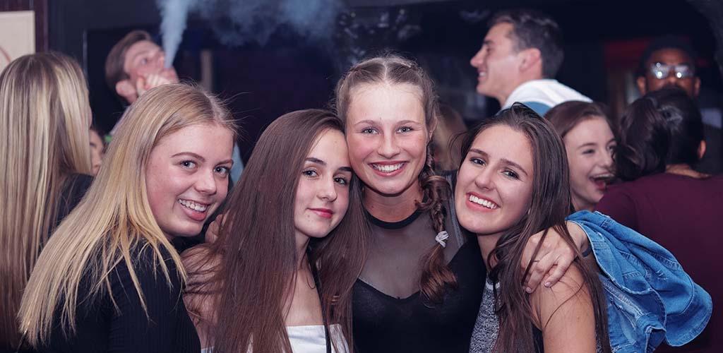 Girls on the dancefloor of Ratzbar