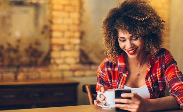 Young single woman seeking men in Detroit at a coffee shop