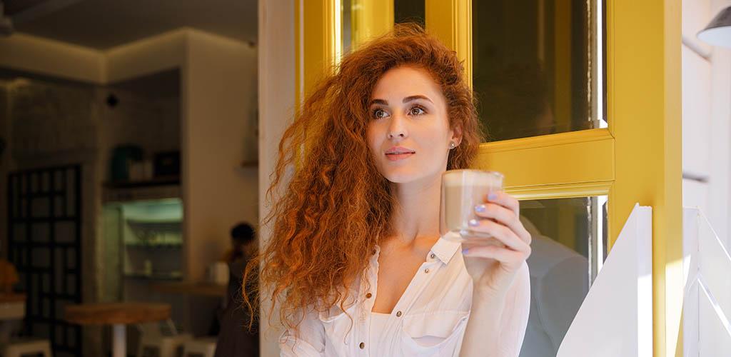 Single woman seeking men in Edinburgh at a coffee shop