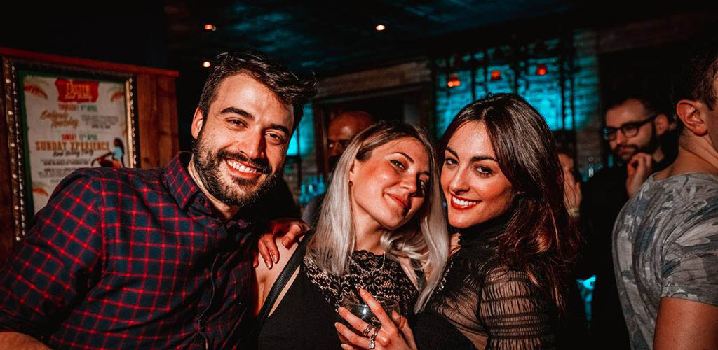 London's single women love to take dance classes at Bar Salsa