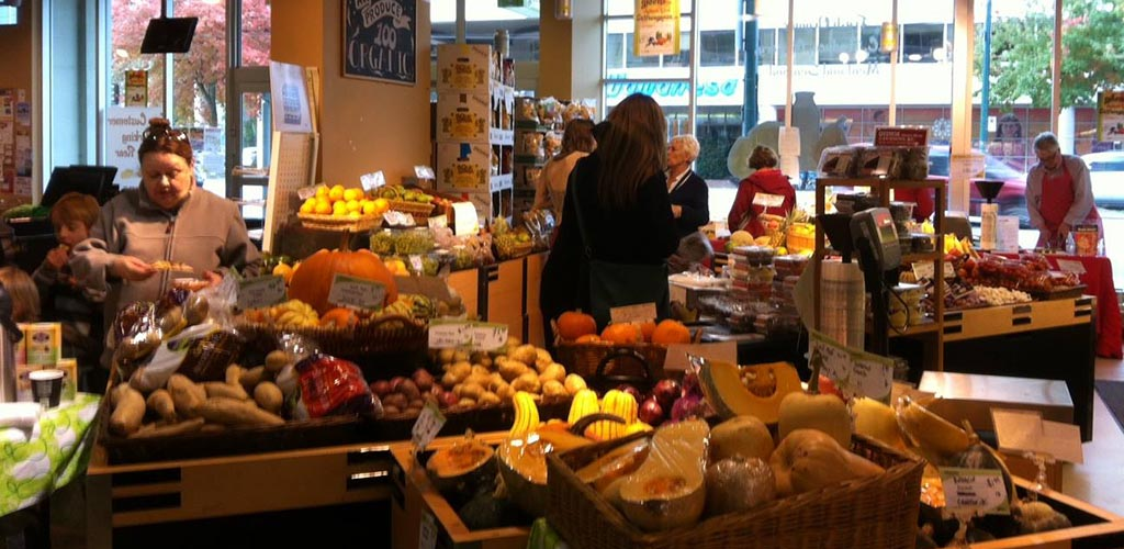Good eats and 'meets' at Greens Organic and Natural Market where single women in Vancouver shop
