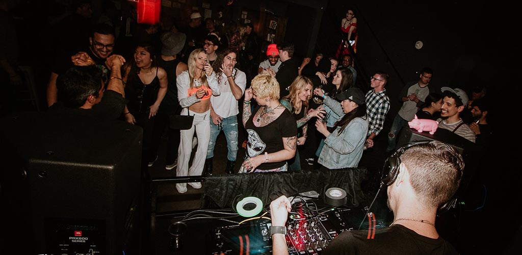 Oddfellows has awesome karaoke nights, non-stop dancing and single looking for casual encounters in Las Vegas