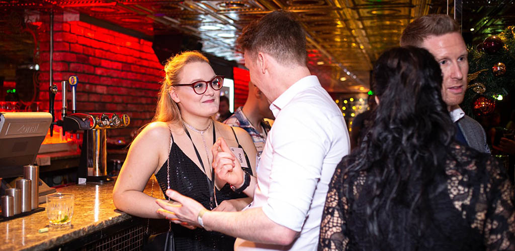 Sign up to Speed Dater to connect with dozens of single women in Edinburgh in one night