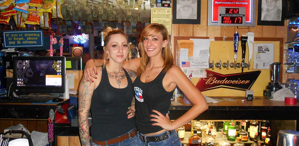 Texas Stagecoach Saloon is an incredibly fun place to meet lots of El Paso single women