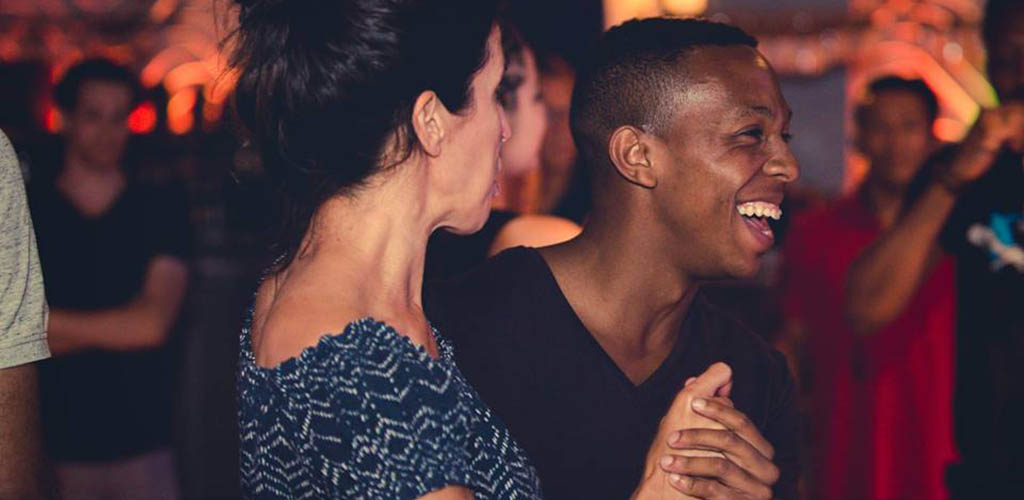 Learn to dance and meet single women seeking men in Quebec City at Club 6:49