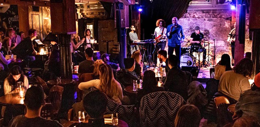 Enjoy live music with single women in Vancouver at Guilt & Co.