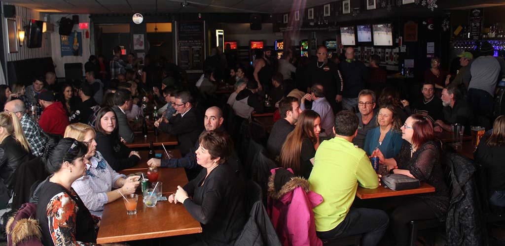 Music lovers and single women in Longueuil hang out at Bar Zone 132