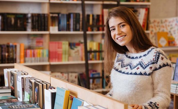 Beautiful single woman seeking men in Columbus at a bookstore