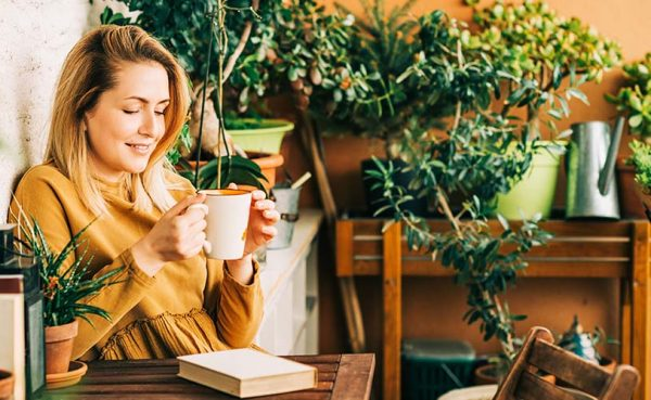 Single woman seeking men in Fort Worth enjoying coffee while reading a book