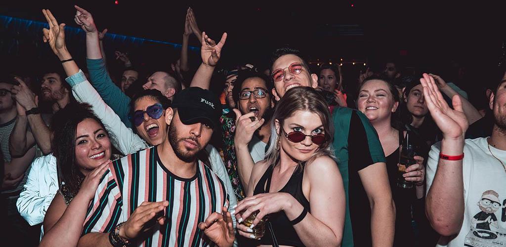 Columbus single women dancing at Dahlia Nightclub