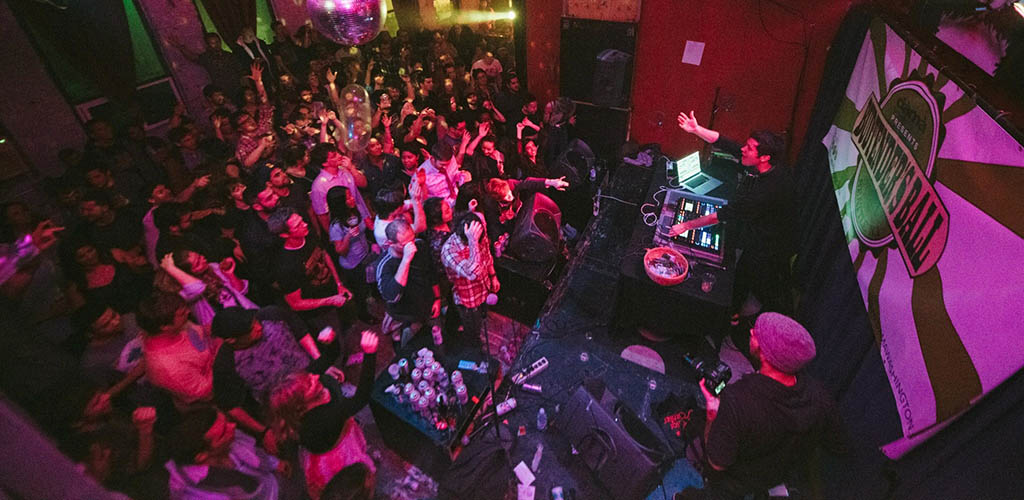 Single women in Seattle can't get enough of LO-FI Performance Gallery